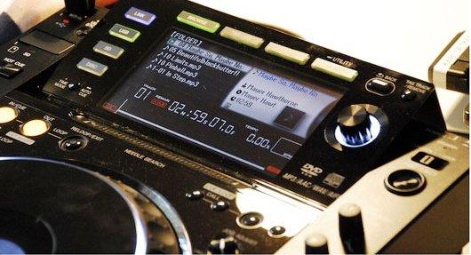 DJ & Studio Equipment: Pioneer CDJ-2000 review   Juno Reviews