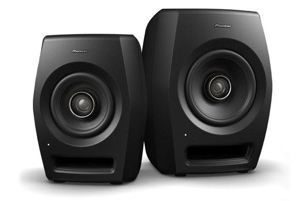 speaker 590