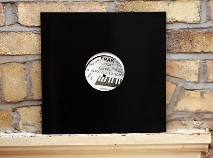 D1. Frak - Uttoz Gives A Song