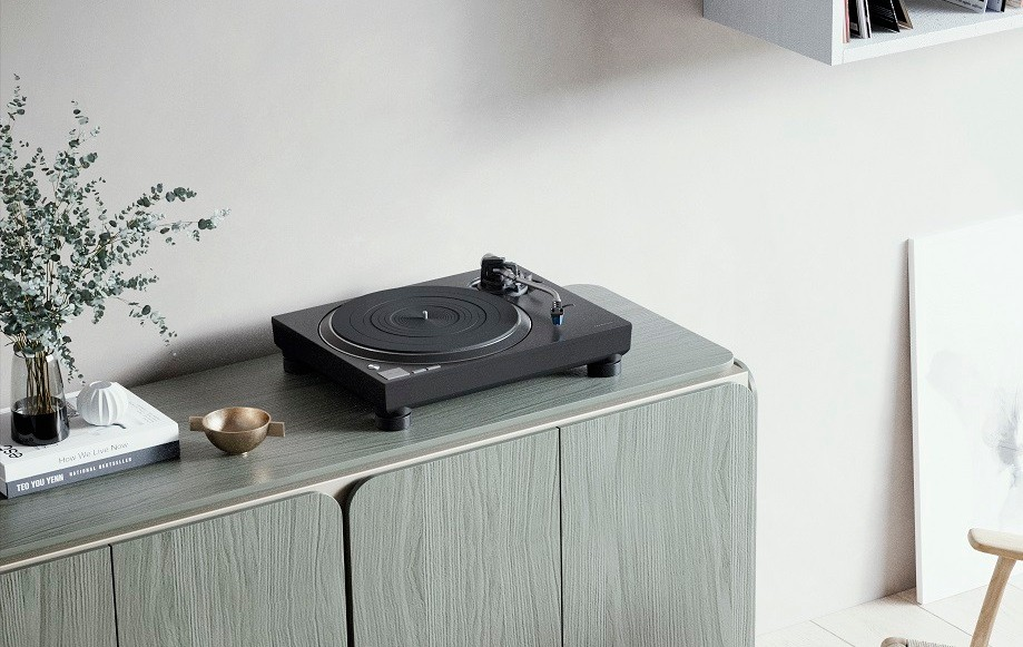 Technics-SL-100C-and-SL-1200MK7-new-turntables-for-home-and-DJ